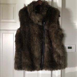 Banana Republic Fur Vest Beautiful Condition 🍂